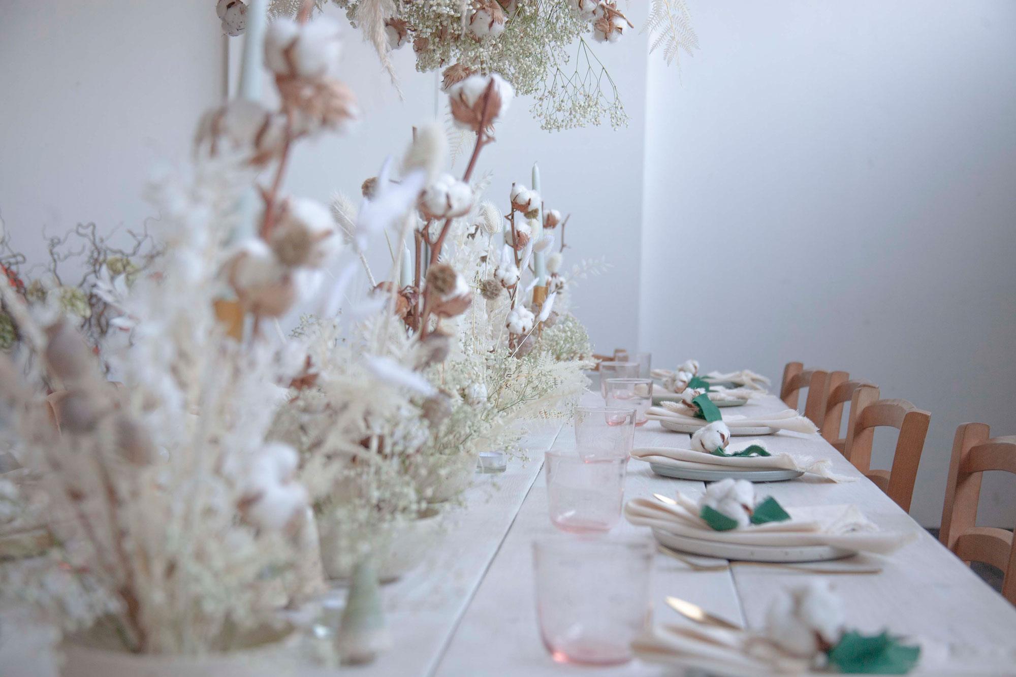 allestimento invernale fiori di cotone bianco