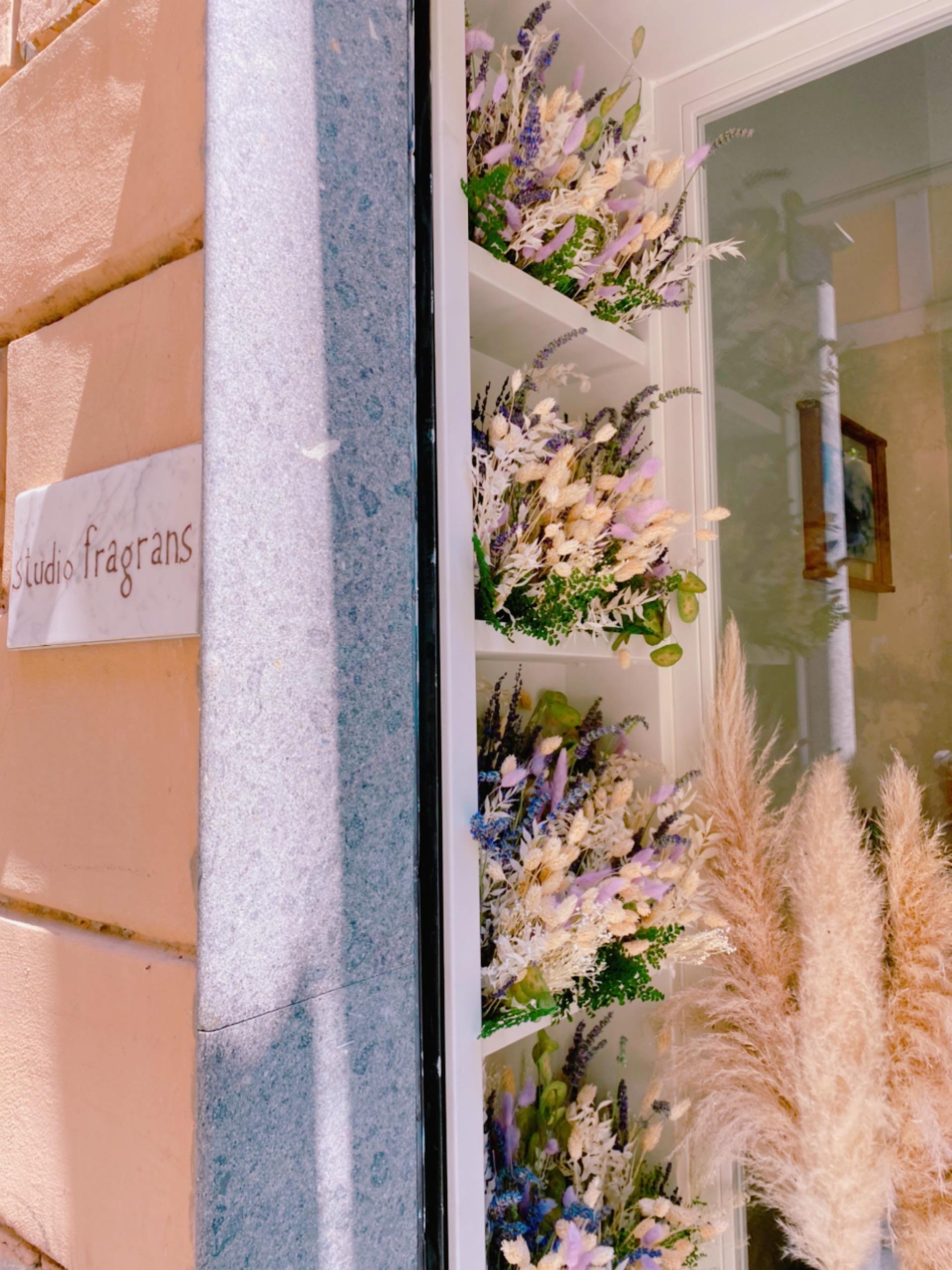 allestimento fiori secchi negozio via margutta roma
